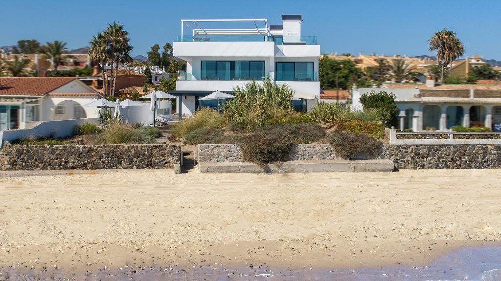 6 bedrooms Villa for rent in Costabella
