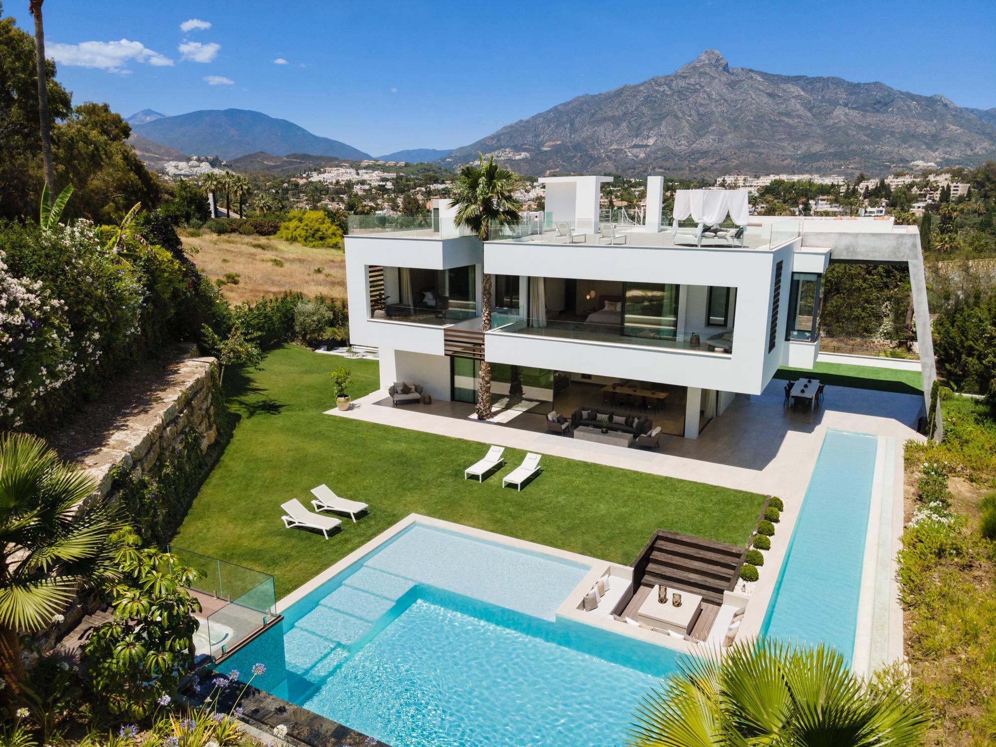 5 bedrooms Villa for sale in Nueva Andalucía